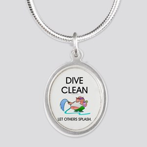 TOP Dive Clean Silver Oval Necklace