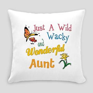 wonderful aunt Everyday Pillow