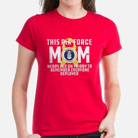 USAF Mom Wears RED Tee Women's Dark T-shirt