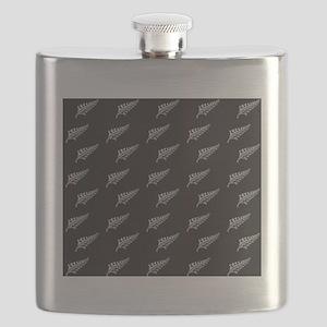 Silver fern tattoo pattern New Zealand kiwi Flask