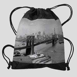 Brooklyn Bridge and Skyline, 1920 Drawstring Bag