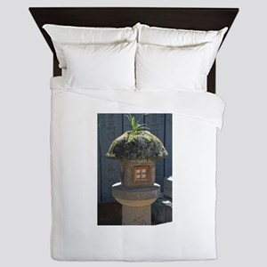 Weed on a Japanese stone lantern Queen Duvet