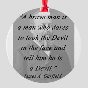 Garfield - Brave Man Round Ornament