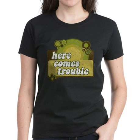 Here comes trouble (earthtone T-Shirt