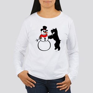 giant eats carrot from snowman Long Sleeve T-Shirt