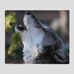wolf howling Throw Blanket