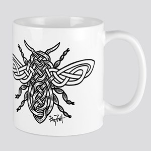 Celtic Knotwork Bee - black lines Mug