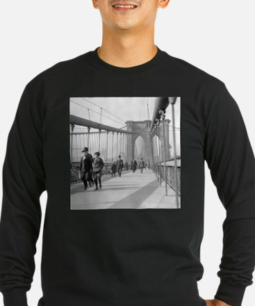 Brooklyn Bridge Pedestrians Long Sleeve T-Shirt