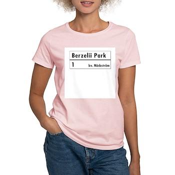 Berzelii Park, Stockholm - Sweden Women's Pink T-