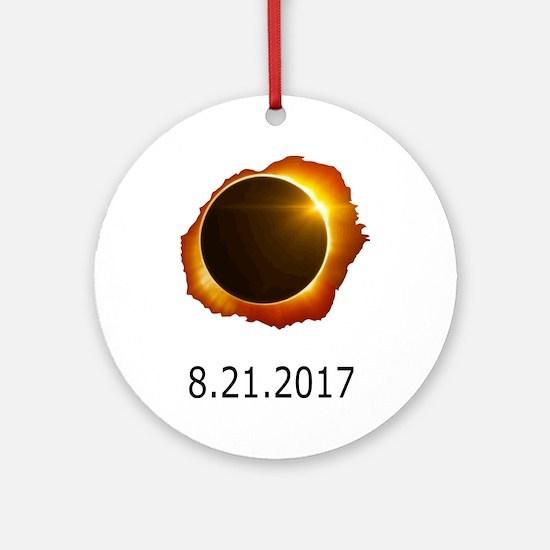 total eclipse Round Ornament