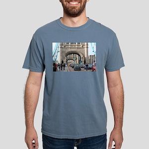 Tower Bridge, London, En Mens Comfort Colors Shirt